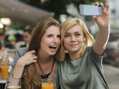 9 Signs Your Friends Are Using You for Money ...