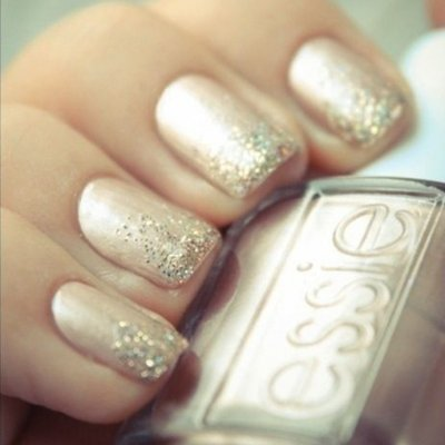 25 Glitter Polishes That Will Perfectly Match Any Holiday Outfit ...