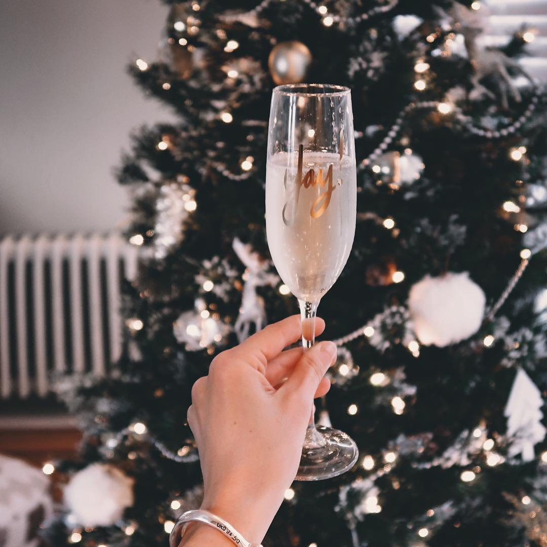 Exceptional 🌟 Ways to Drink 🍸 Less Alcohol 🍷 at Christmas 🎄 for Girls Watching 👀 Themselves 👩 ...