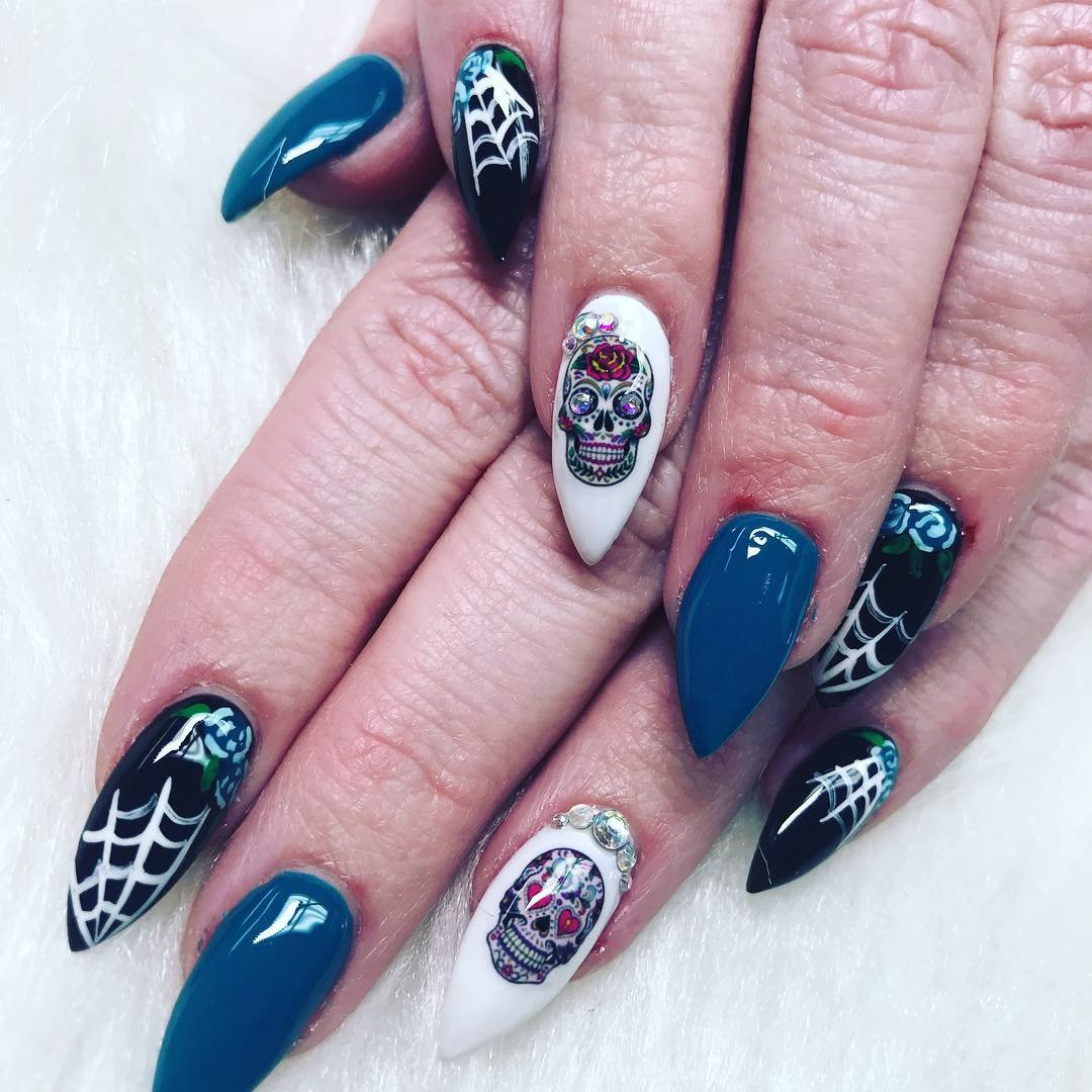 The Best ✌️ Halloween 🎃 Nail Art 🎨 Tutorials from Instagram 📱 for a Festively Fun 🤗 Manicure 💅 ...