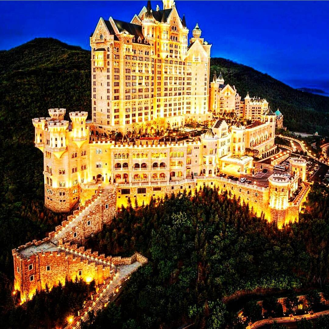 Our Inner Princess 👸🏻👸🏼👸🏽👸🏿 is Screaming over These 👉🏼👇🏼 Real Castle 🏰 Hotels ...