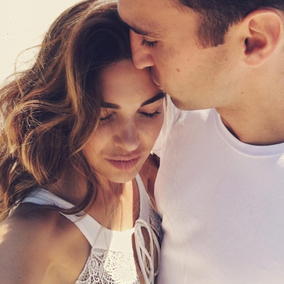 15 Non-Verbal Signs 👫 That He is into You 👀 💏 ...