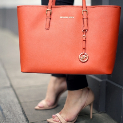19 Things Every Woman Should Have in Her Purse ...