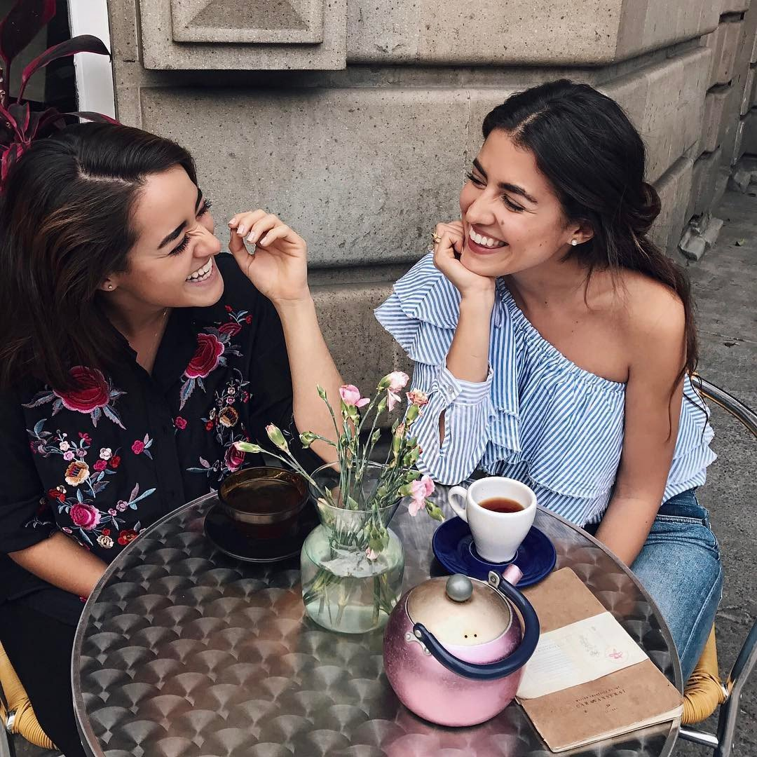 The Shy 😳 Girl's Guide 📕 to Making New Friends 👭 Right Away ⏳ ...