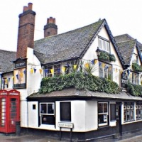 10 Famous British Pubs ...