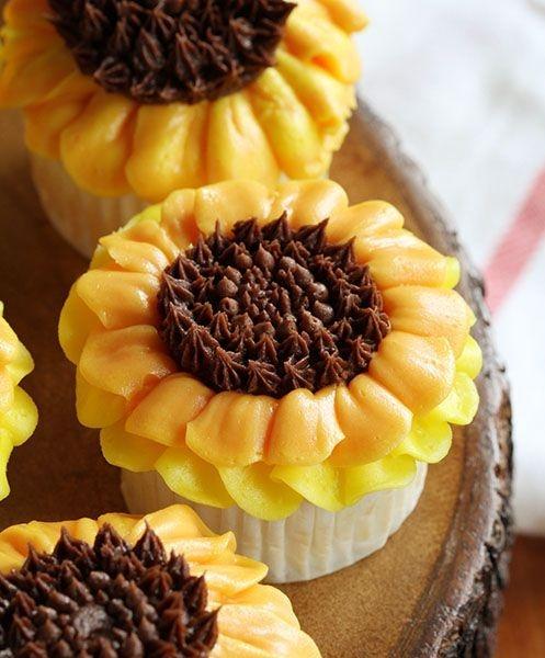 Sunflower Cupcakes ~ http://iambaker.net