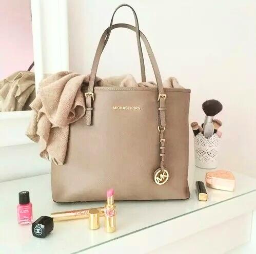 3 Reasons to Add a Michael Kors Handbag to Your Wardrobe
