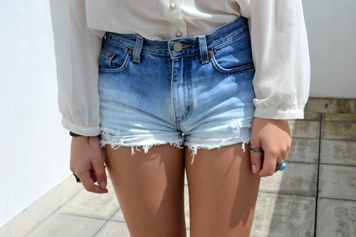 10 tips on how to wear high waisted shorts