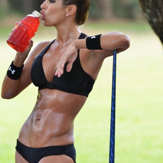 10 reasons woman should lift weights