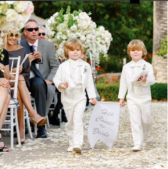 YOU WANT a TRIUMPHAL ENTRANCE to the CEREMONY