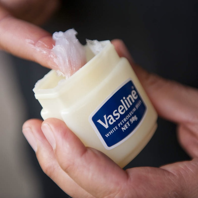 35  Awesome Beauty Hacks with Vaseline