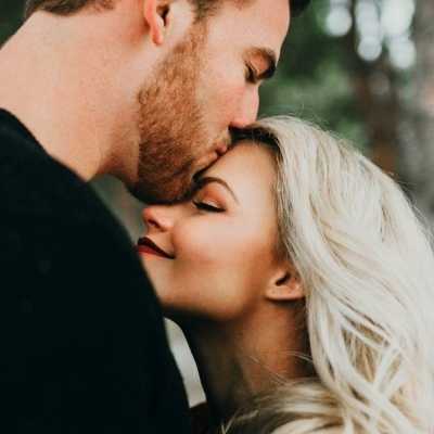 12 Signs You Love Him Deeply