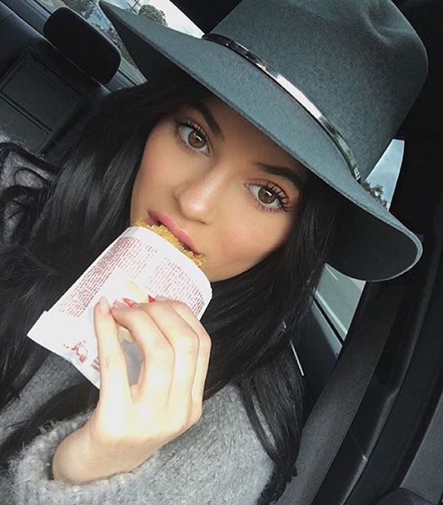 Here's Exactly What All the Kardashian and Jenner Sisters Are Eating for Lunch ...
