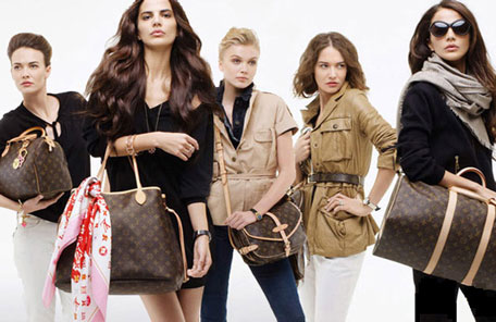 How to Choose the Right Color Wholesale handbags & Scarves