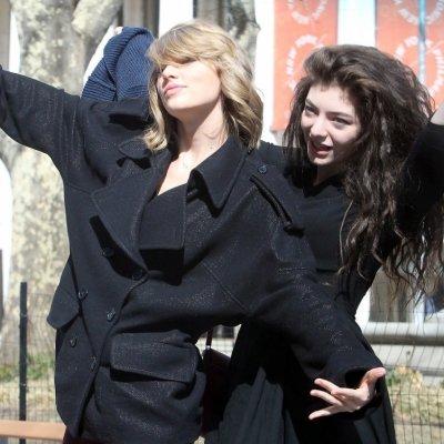 Girl Power Taylor Swifts Cutest BFF Photos ...