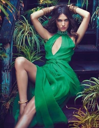 Do Pick up an Emerald Green Piece