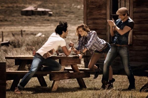 Strike a Balance between Love Life and Social Life
