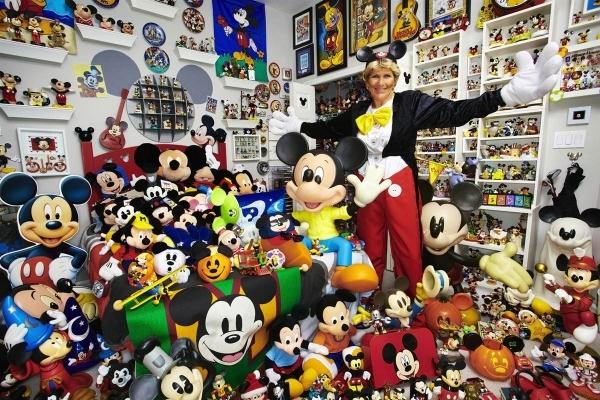 Janet Esteves – Mickey Mouse Memorabilia