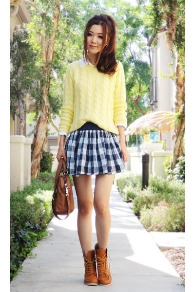 clothing, footwear, snapshot, sleeve, hairstyle,