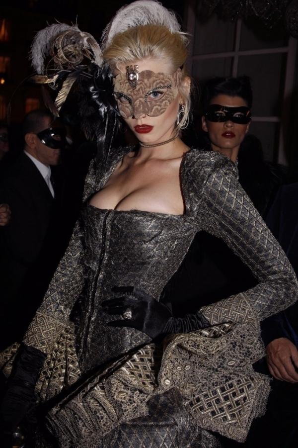 8 Ways To Wear Makeup Inside Masquerade Masks Makeup
