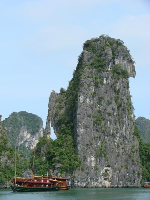 Hang out in Ha Long Bay, Vietnam