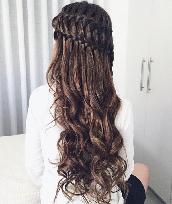 hair,hairstyle,long hair,brown hair,ringlet,