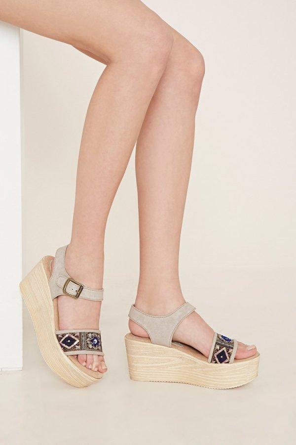 footwear, fashion accessory, shoe, sandal, leather,