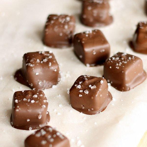 food,dessert,chocolate truffle,bonbon,praline,
