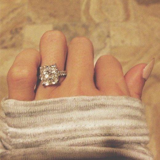 finger,hand,leg,fashion accessory,jewellery,