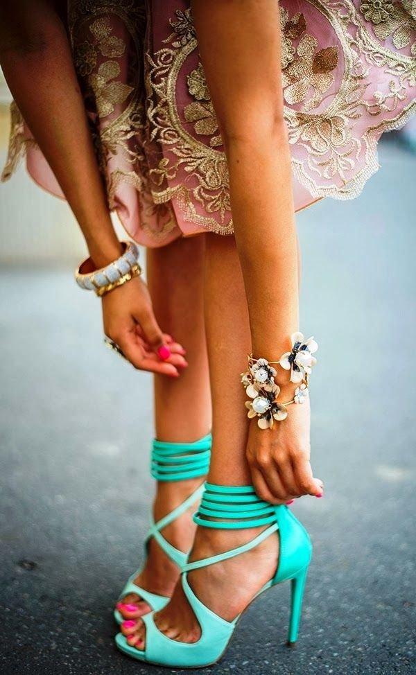 footwear,clothing,pattern,leg,fashion,