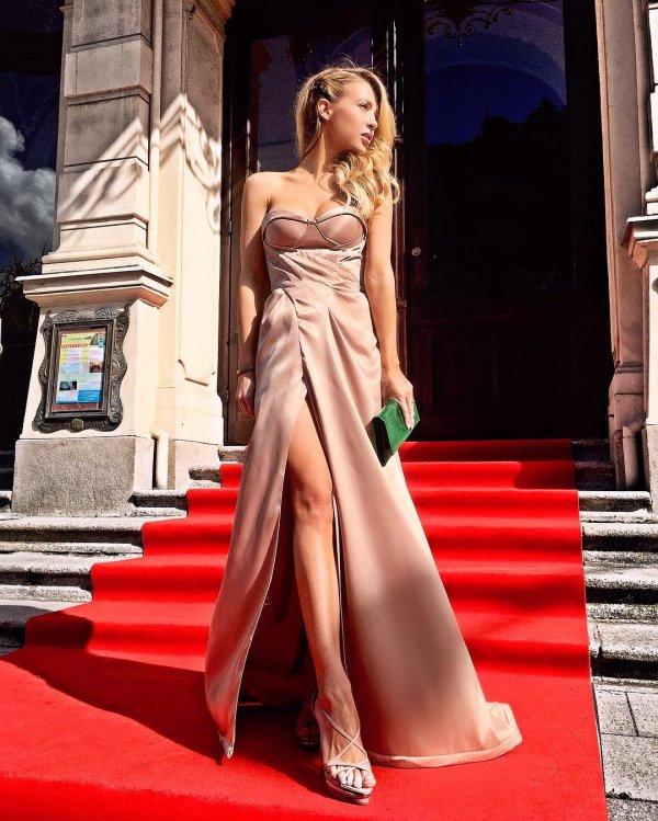 Fashion model, Red carpet, Dress, Clothing, Shoulder,