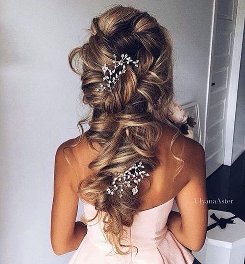 hair,hairstyle,long hair,brown hair,braid,