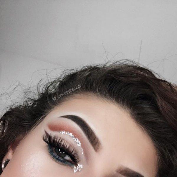 eyebrow, hair, eyelash, hairstyle, close up,