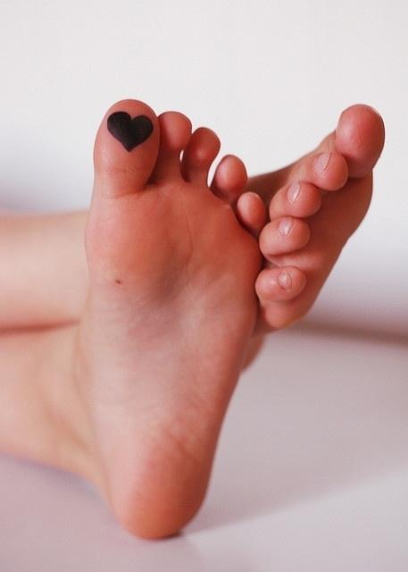 foot,toe,leg,finger,nose,