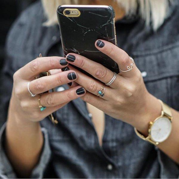 finger,nail,jewellery,fashion accessory,hand,