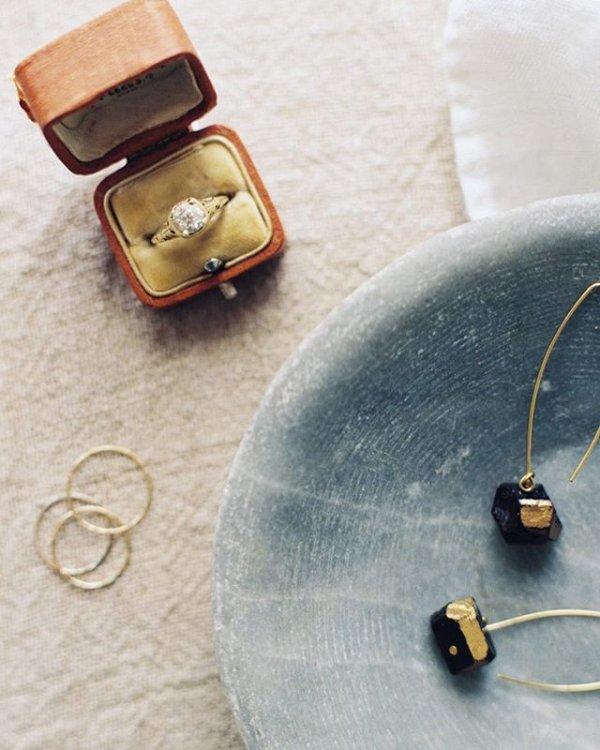 jewellery, fashion accessory, leather, coin purse, bead,