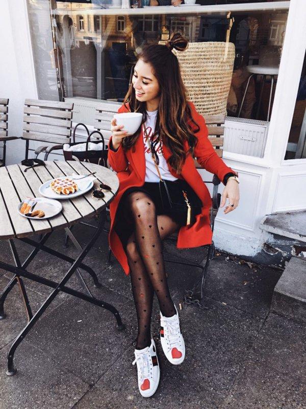 footwear, fashion accessory, tights, shoe, leg,
