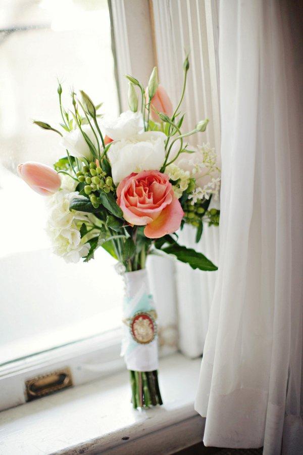 Prop up a Simple Bouquet