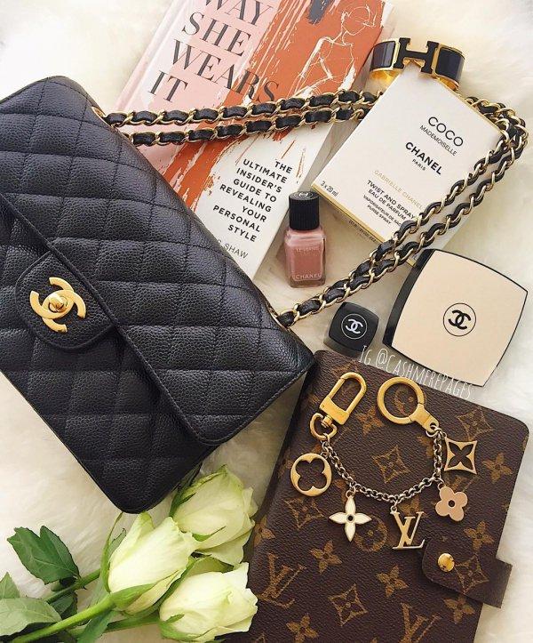 art, fashion accessory, coin purse, brand, hand,