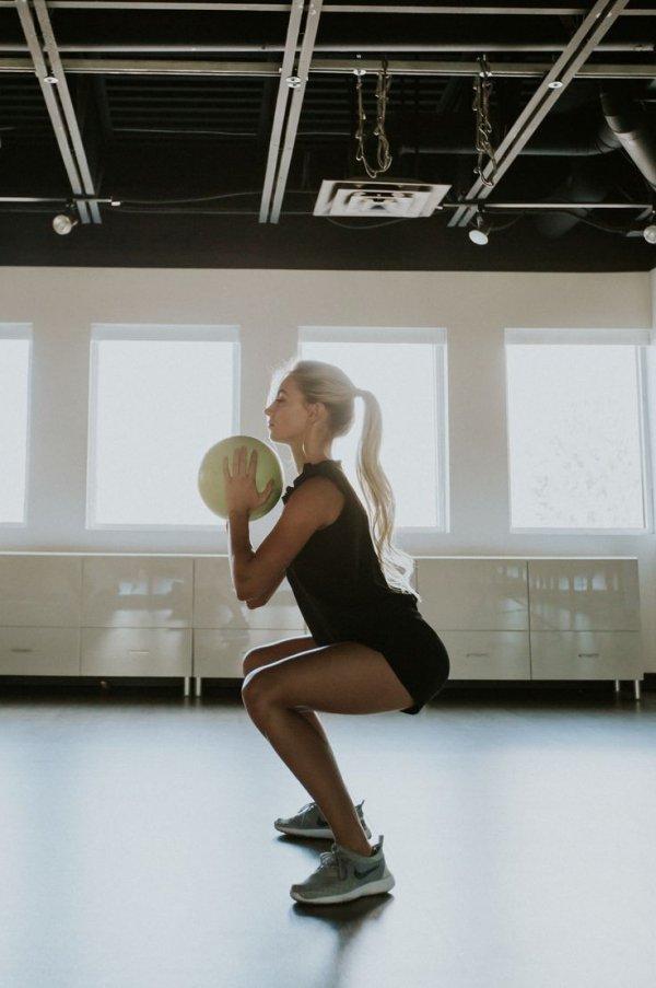 Leg, Thigh, Footwear, Arm, Physical fitness,