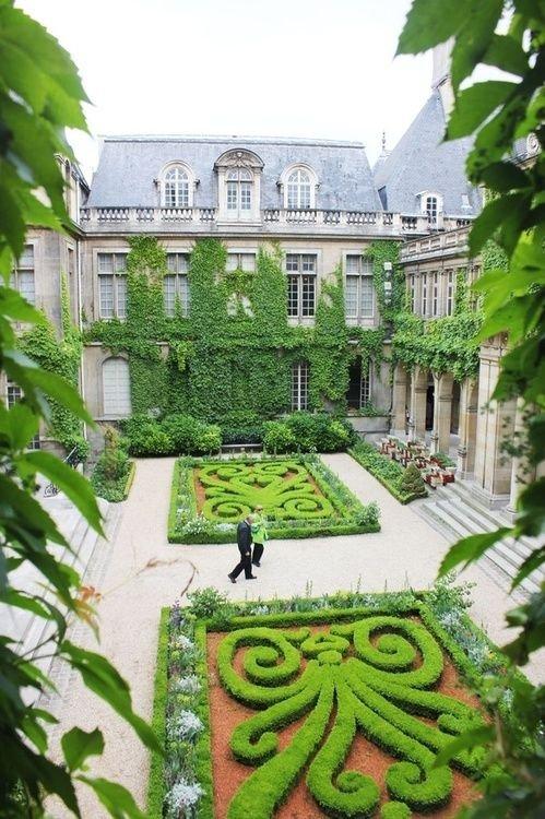 property,courtyard,mansion,garden,estate,