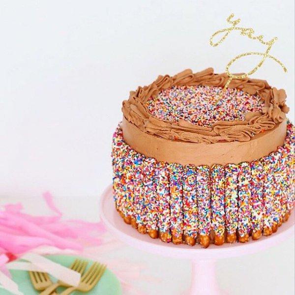 pink, food, dessert, fashion accessory, cake,