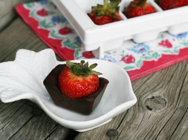 Ice Tray Chocolate-Covered Strawberries