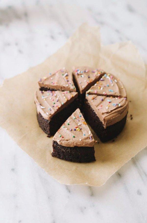 Mini ChocOlate Cake with Chocolate Frosting