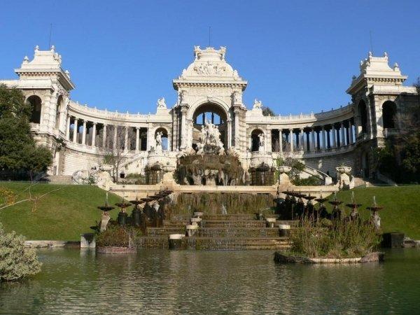 Explore Boulevard Longchamp and Palais Longchamp