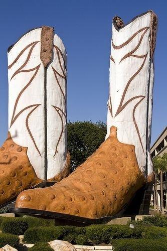 Giant Justins, San Antonio