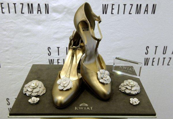 Stuart Weitzman – Retro Rose Pumps