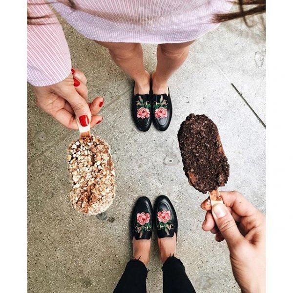 footwear, fashion accessory, hairstyle, pattern, leg,