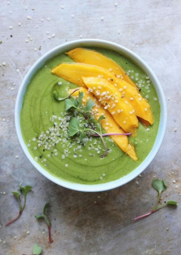 Banana Mango Green Smoothie Bowl