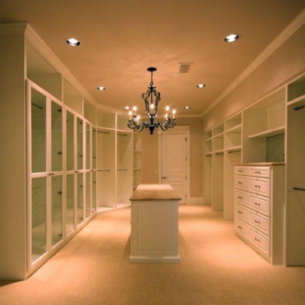 Empty Walk-in Closet of Every Girl's Dream